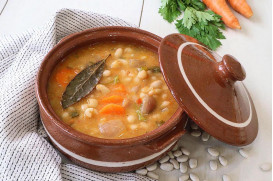 Bean soup (Greek Fasolada)